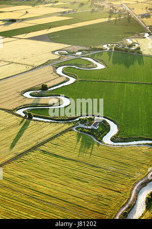 Eine Luftaufnahme von Ackerland und Wasserkanäle durch die fruchtbaren Feldern von Idaho. - Stockfoto