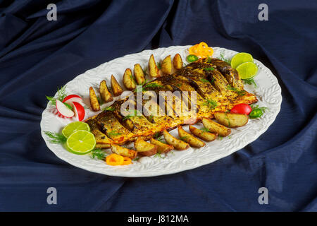 dorada fisch mit salat auf den wei en teller studio gedreht stockfoto bild 92083710 alamy. Black Bedroom Furniture Sets. Home Design Ideas