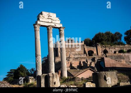 Dem antiken Forum Romanum im Zentrum des modernen Rom in Italien - Stockfoto