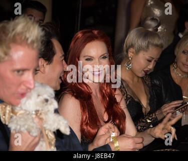 Beverly Hills, Kalifornien, USA. 27. Mai 2017.  Carmit Bachar (Mitte), Musik Künstler und ehemaliges Mitglied von - Stockfoto