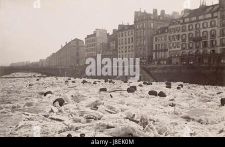 La Seine le 3 Janvier 1880 Vue du Quai Saint-Michel - Stockfoto