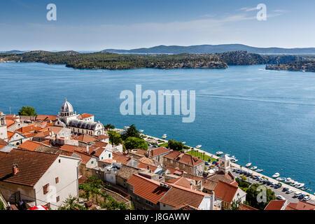 Panoramablick auf die Kathedrale von Saint James und Stadt Sibenik, Kroatien - Stockfoto