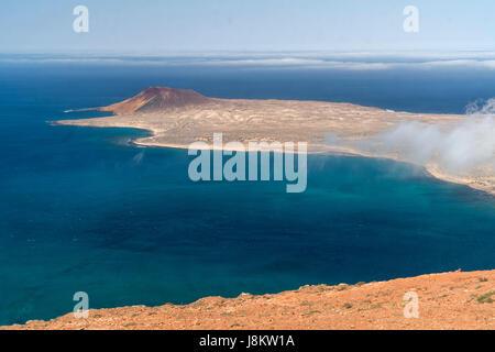 Insel La Graciosa Vom Mirador del Río aus gesehen...gabs, Lanzarote, Kanarische Inseln, Spanien |  Insel La Graciosa - Stockfoto
