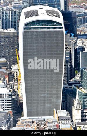 Nahaufnahme in voller Länge Antenne blickte Walkie Talkie Wolkenkratzer bauen 20 Fenchurch Street, City of London England UK mit Himmel Garten & Dach