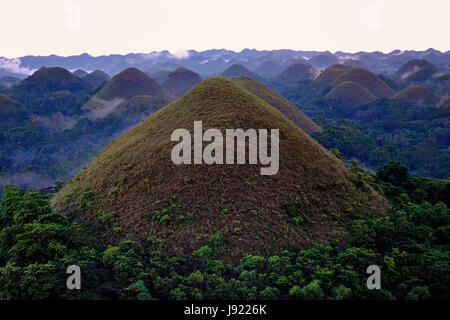 Ansicht des Geländes Haycock Hügel bekannt als The Chocolate Hills in der Insel Bohol befindet sich in der Region - Stockfoto