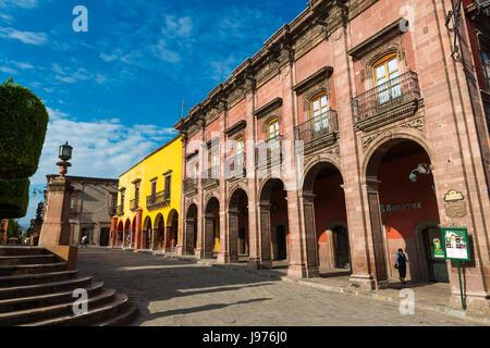 San Miguel de Allende, Mexiko - 28. Mai 2014: Fassade des historischen Gebäuden im historischen Zentrum der Stadt - Stockfoto