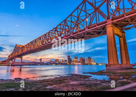 New Orleans, Louisiana, USA Crescent City Verbindung Brücke über den Mississippi River. - Stockfoto