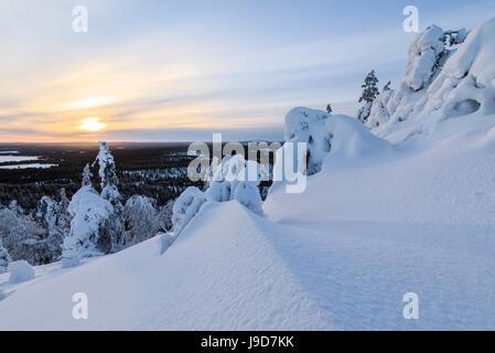winterlandschaft sonnenuntergang in lappland finnland stockfoto bild 75789922 alamy. Black Bedroom Furniture Sets. Home Design Ideas
