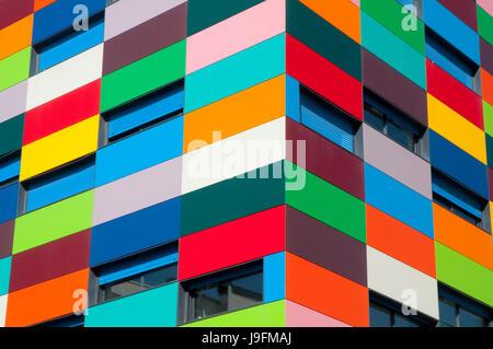Fassade des Colorines Gebäudes. PAU Carabanchel, Madrid, Spanien.