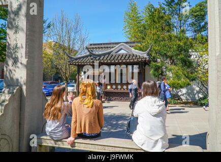 Ticket-Verkaufsstand am chinesischen Garten in Portland - PORTLAND - OREGON - 16. April 2017