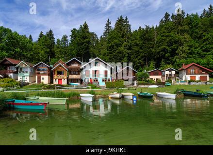 Frankreich, Doubs, Jura, Les Grangettes, See Saint-Point, und die kleinen Häuser von Port Titi - Stockfoto