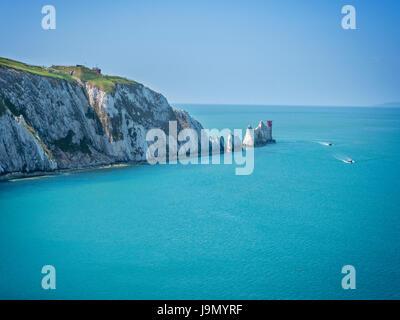 Die Nadeln - ist eine Reihe von drei markanten Stapel von Kreide, die aus dem Meer aus dem westlichen Ende der Isle - Stockfoto
