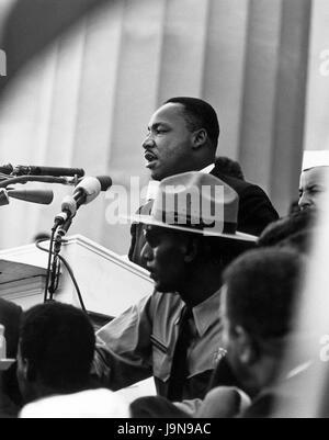 Dr. Martin Luther King, Jr. spricht vor dem Lincoln Memorial am 28. August 1963 auf die Bürgerrechte Marsch auf - Stockfoto