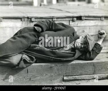 New York Docks, 1934 - unten und heraus und arbeitslos. Foto von Lewis Hine. - Stockfoto