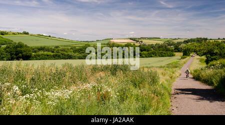 Radfahrer auf dem North Dorset Trailway Radweg und Wanderweg folgt die Route der stillgelegten Somerset und Dorset - Stockfoto
