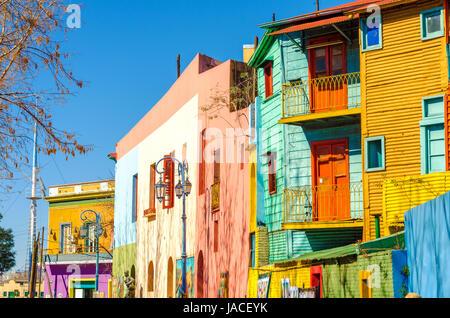 Leuchtenden Farben der Straße Caminito in La Boca-Viertel von Buenos Aires, Argentinien - Stockfoto
