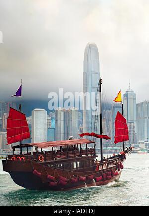 Berühmten traditionellen Segelboot segeln im Hafen von Hongkong - Stockfoto