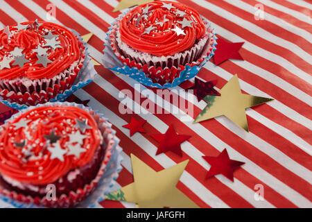 Nahaufnahme von dekorierten Cupcakes mit 4. Juli Thema - Stockfoto