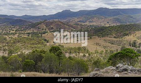 Bergigen Hügellandschaft der Great Dividing Range vom Mount Perry suche Queensland Australien - Stockfoto