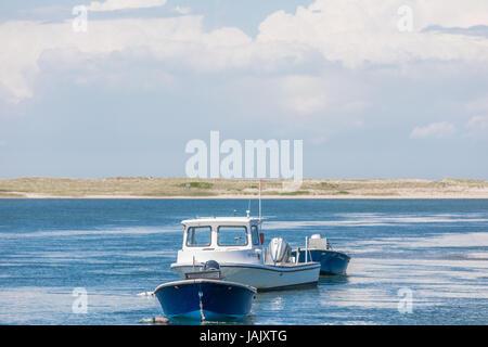 drei Boote an Liegeplätzen aus östlichen Long Island, ny - Stockfoto