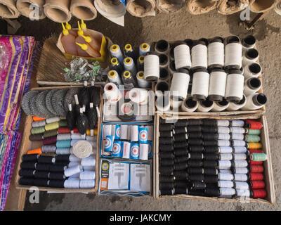 Die Tageszeitung im freien Markt in Şəki (transkribierten Shaki oder Scheki) im nördlichen Aserbaidschan Angebote - Stockfoto