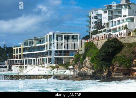 Am Bondi Beach Bondi Icebergs in den östlichen Vororten, Bondi, Sydney, New South Wales, Australien. - Stockfoto