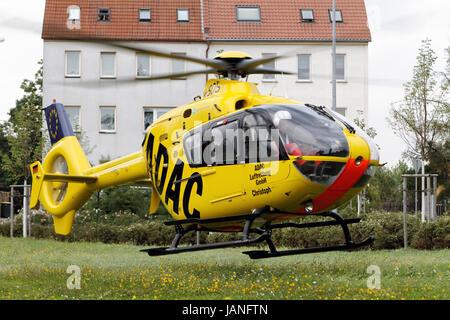 adac rettung hubschrauber eurocopter ec 135 tanken. Black Bedroom Furniture Sets. Home Design Ideas