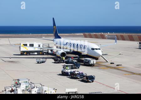 Ryanair-Flugzeug auf dem Boden, Lanzarote Flughafen, Lanzarote, Kanarische Inseln Europas - Stockfoto