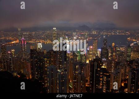 Blick auf Kowloon, Victoria Harbour und zentral, vom Victoria Peak, Hong Kong Island, Hongkong, China - Stockfoto
