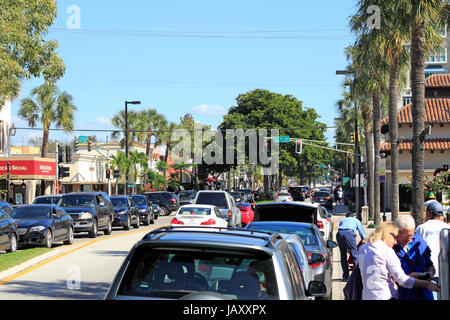 FORT LAUDERDALE, FLORIDA - 3. Februar 2013: Sonntag Funde Shopper einkaufen auf dem sehr beliebten und belebten - Stockfoto
