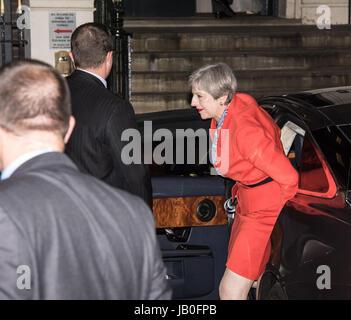London, Großbritannien. 09 Juni, 2017 Theresa kann und ihr Mann, Phillip, bei konservativen Partei Sitz ankommen, - Stockfoto