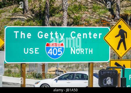 Wegweiser zum Getty Center in Los Angeles - LOS ANGELES - Kalifornien - Stockfoto