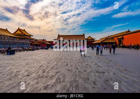 Touristen erkunden an der Spitze der Forbiddem Stadt. - Stockfoto