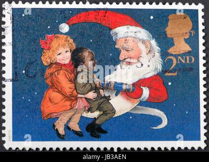 Vereinigtes Königreich - CIRCA 1997: Eine Briefmarke gedruckt im Vereinigten Königreich zeigt Kinder und Weihnachtsmann - Stockfoto