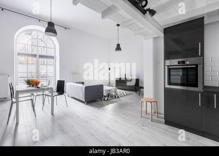 Eleganten Grau Wohnung Interieur Mit Hartholzb Den Spritzguss Und. Panorama  Der Wohnung Im Industriellen Stil ...