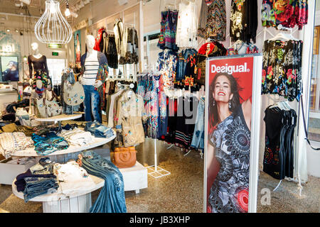 Miami Beach, Florida von der Lincoln Road Mall store Fußgängerzone Superdry Collection Boutique mode bekleidung - Stockfoto