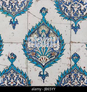islamische fliesen mosaik mit tulpe design stockfoto bild 69196555 alamy. Black Bedroom Furniture Sets. Home Design Ideas