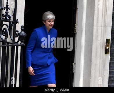 London, UK. 9. Juni 2017. Theresa kann Downing Street zu Buckingham Palace Kredit gehen lässt: Finnbarr Webster/Alamy - Stockfoto