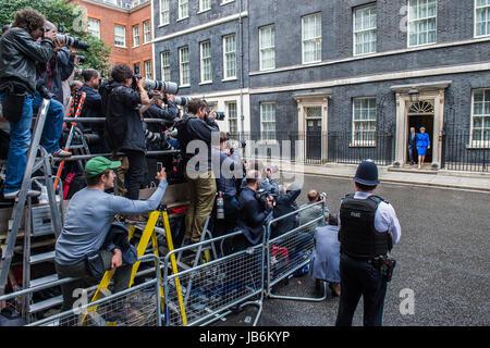 London, UK. 9. Juni 2017. Theresa Köpfe Mai aus, der Königin sagen, dass sie eine Koalitionsregierung mit der DUP, - Stockfoto