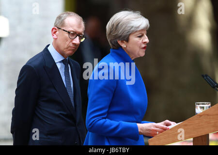 London, UK. 9. Juni 2017. Theresa ist Mai, noch der Prime Minster of Great Britain, von Ehemann Philip, beobachtete, - Stockfoto