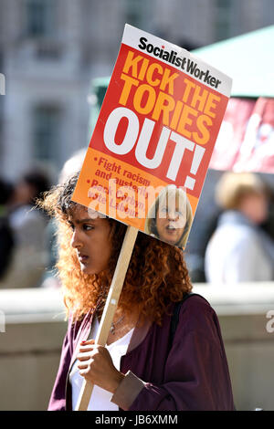 London, UK. 9. Juni 2017. Demonstranten Credit: Finnbarr Webster/Alamy Live-Nachrichten - Stockfoto