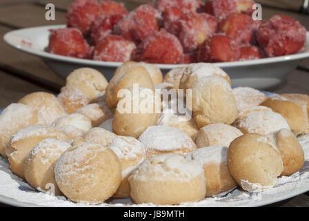 Castagnole typische und traditionelle italienische Süße des Karnevals - Stockfoto