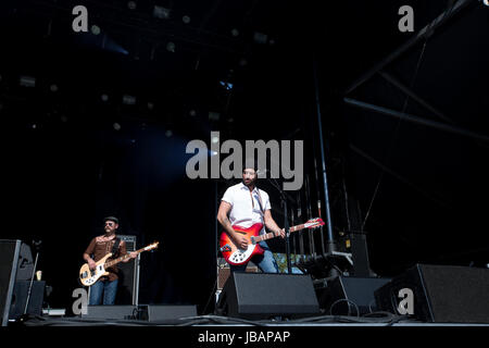 Matt Mays führt auf dem 2017 Field Trip Music & Arts Festival in Toronto, Kanada mit Gitarrist Adam Baldwin - Stockfoto