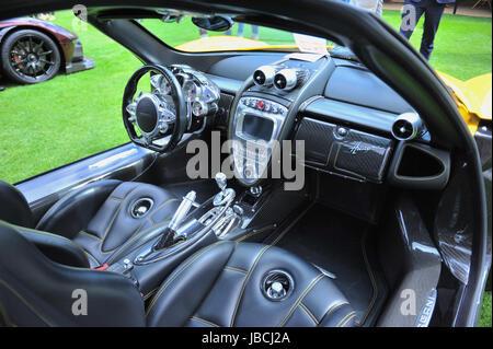 London, UK. 9. Juni 2017. Cockpit ein Pagani Huayra, eine italienische Mittelmotor-Sportwagen, auf dem Display an - Stockfoto