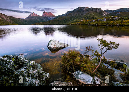 Cradle Mountain, Cradle Mountain-Lake St Clair Nationalpark in Tasmanien - Stockfoto