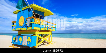 Miami Beach Florida, Rettungsschwimmer Haus im typischen bunten Art-Deco-Stil - Stockfoto