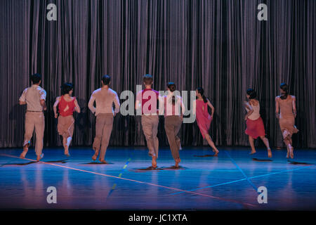 London, UK. 12. Juni 2017. Anne Teresa De Keersmaeker/Roasa & Ictus präsentieren Regen am Sadler es gut. Bildnachweis: - Stockfoto