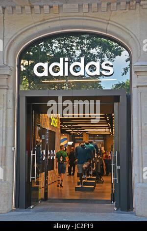 Adidas Boutique, Paseo de Gracia, Barcelonna, Spanien - Stockfoto