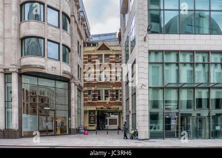 Alt trifft neu in der Stadt London, UK - Stockfoto