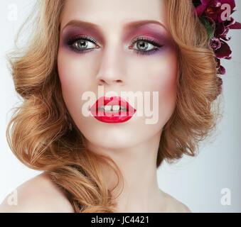 Visage. Wunderschöne Frau mit professionellen Abend Make Up - Stockfoto
